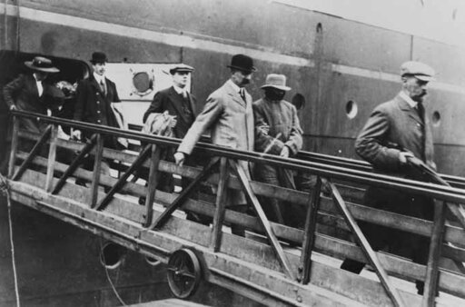 Dr. Crippen and Ethel Le Neve landing at Liverpool after being brought back from Canada