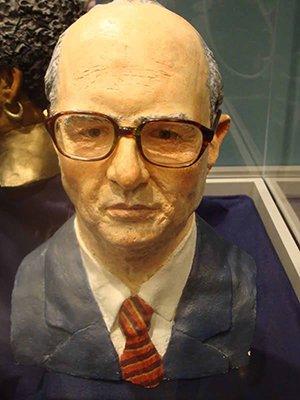 Frank Bender's age-progressed bust of John List