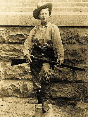 Pearl Hart dressed as a man. During the robbery, she used a revolver, not the rifle pictured here.