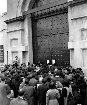 A crowd outside H.M. Prison Pentonville awaits news of Christie's execution